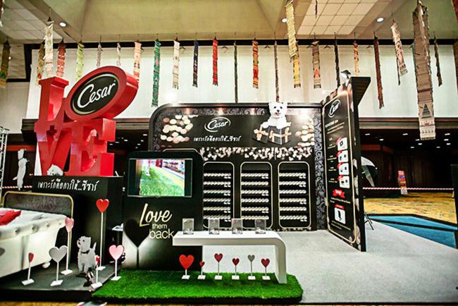 Выставочный стенд производителя кормов для собак Цезарь