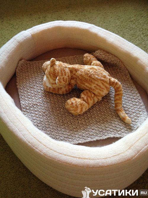 Лежанка для кошки из шерстяной трикотажной одежды