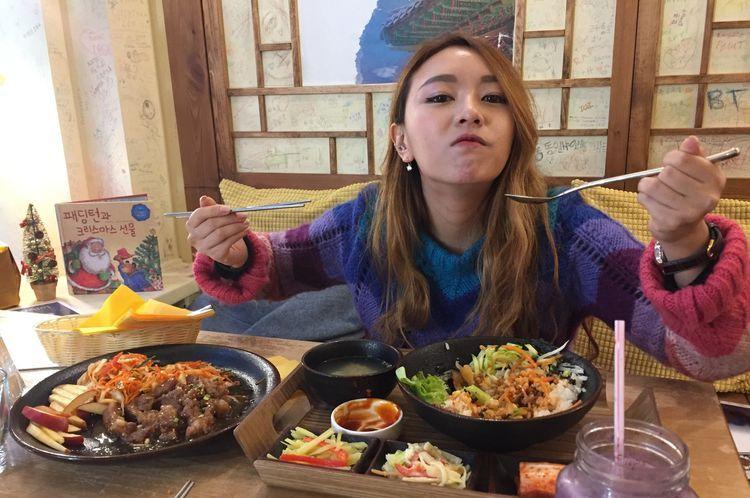 Кореянка в ресторане