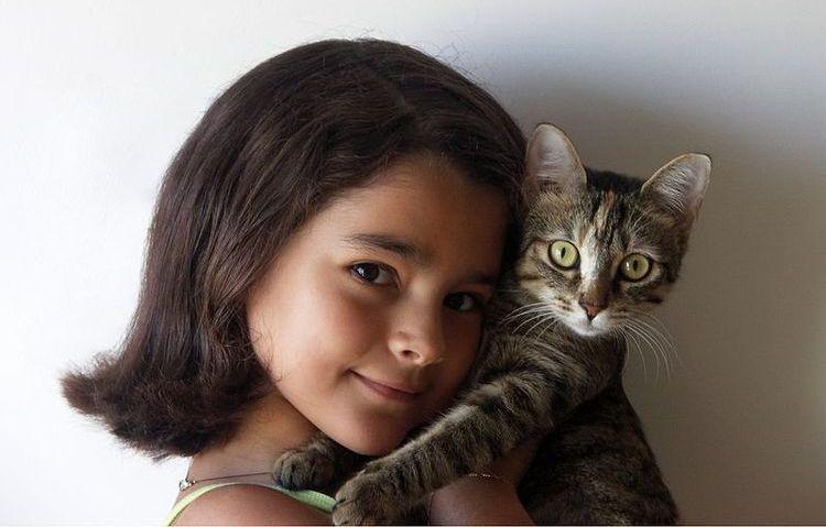 Девочка и ее кошка