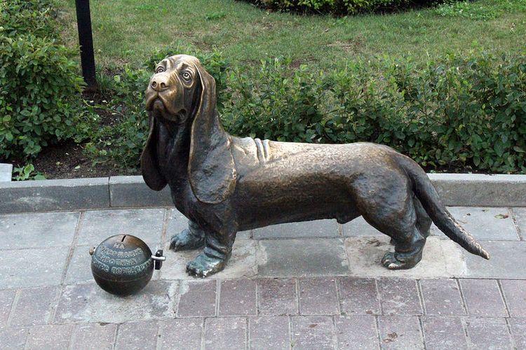 Памятник пожарному псу Бобке (г. Кострома)