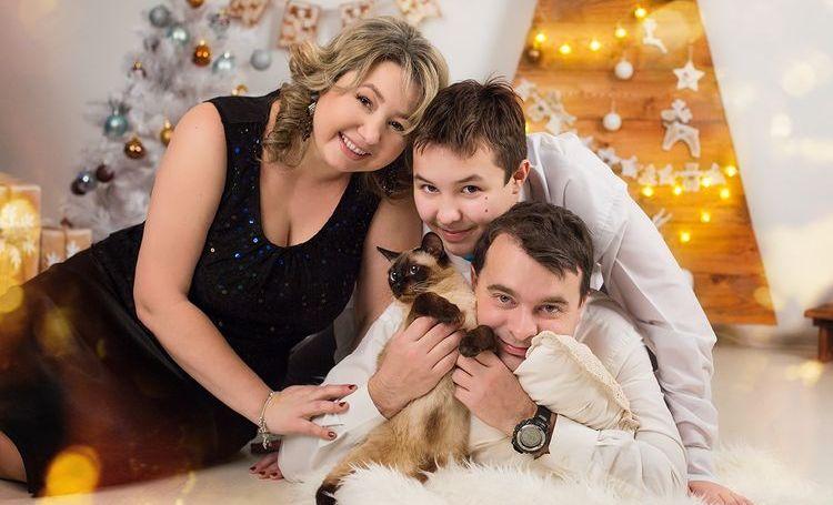 Семья с котом