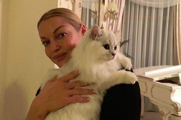 Яна Волочкова и ее кот