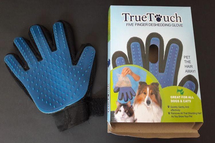 Перчатка для вычесывания кошек Pet Brush Glove True Touch